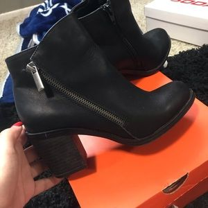 Shoes - Cute leather booties
